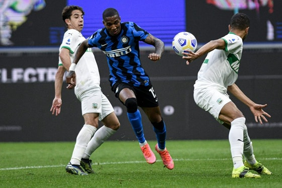 Article image: https://image-service.onefootball.com/crop/face?h=810&image=https%3A%2F%2Fsempreinter.com%2Fwp-content%2Fuploads%2F2021%2F04%2FAshley-Young-Inter-scaled-e1617978885538.jpg&q=25&w=1080