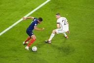 Manchester United submit £50 million bid for Raphael Varane