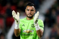 Everton could make contract offer to Sergio Romero