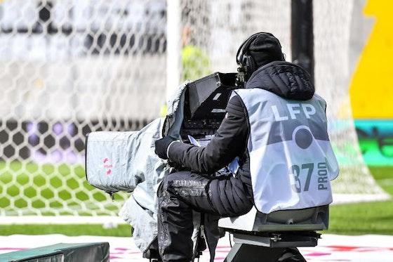 Image de l'article : https://image-service.onefootball.com/crop/face?h=810&image=https%3A%2F%2Fstatic.butfootballclub.fr%2Fphoto_article%2F637905%2F242924%2F800-L-asse-ol-om-psg-canal-plus-se-retire-amazon-se-gargarise-et-communique.jpg&q=25&w=1080