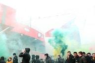 Manchester United – Liverpool : Le bus des Reds bloqués par les supporters !