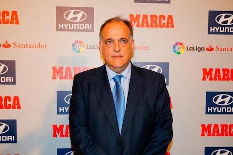 Image de l'article : https://image-service.onefootball.com/crop/face?h=810&image=https%3A%2F%2Fstatic.onzemondial.com%2Fphoto_article%2F468224%2F204514%2F800-L-super-league-le-prsident-de-la-ligue-espagnole-sen-prend-florentino-prez.jpg&q=25&w=1080