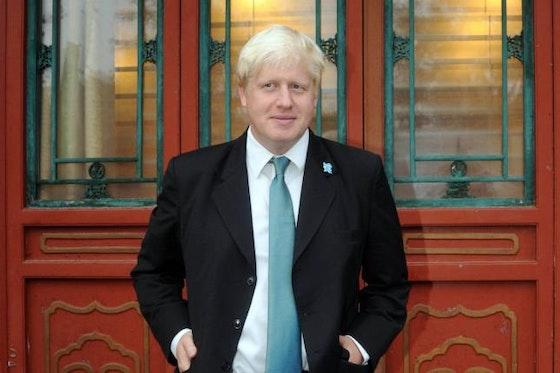 Image de l'article : https://image-service.onefootball.com/crop/face?h=810&image=https%3A%2F%2Fstatic.onzemondial.com%2Fphoto_article%2F468264%2F204579%2F800-L-super-league-le-premier-ministre-britannique-flicite-chelsea-et-manchester-city.jpg&q=25&w=1080