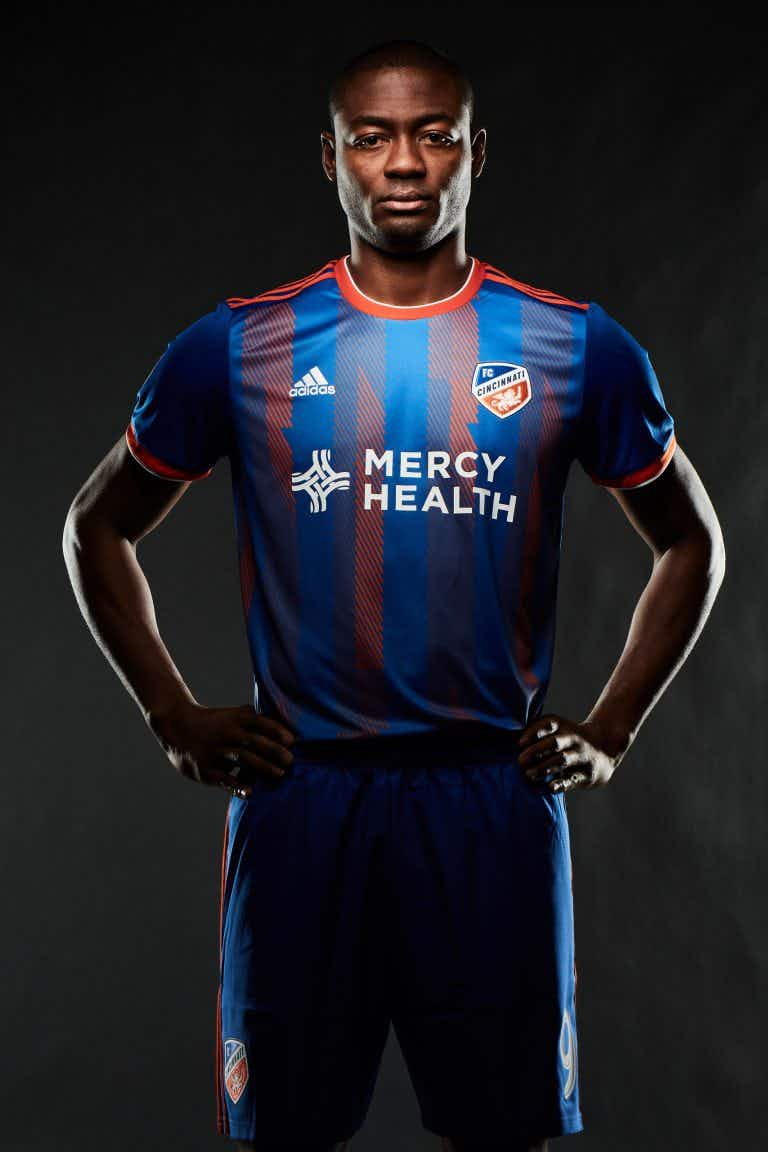 6a04e0e2113 Their secondary kit is a clean white shirt with subtle horizontal stripes. FC  Cincinnati will make their MLS bow on 2 March when they travel to Seattle  ...
