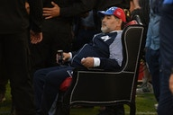 🎥 Diego Maradona watches his team win 4-0 while sitting on a throne