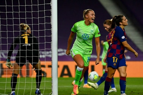 Article image: 🚨📝 Wolfsburg survive Barcelona scare to qualify for UWCL final