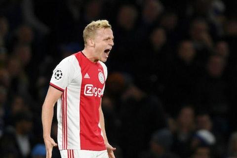 🌡 Hot Take: Signing Donny van de Beek could cost Solskjaer his job -  OneFootball