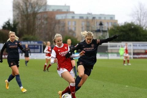 Article image: https://image-service.onefootball.com/crop/face?h=810&image=https%3A%2F%2Fwp-images.onefootball.com%2Fwp-content%2Fuploads%2Fsites%2F10%2F2021%2F02%2FArsenal-Women-v-Manchester-City-Women-Barclays-FA-Womens-Super-League-1612715350-1000x750.jpg&q=25&w=1080