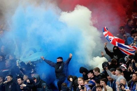 Artikelbild: https://image-service.onefootball.com/resize?fit=max&h=608&image=https%3A%2F%2Fwp-images.onefootball.com%2Fwp-content%2Fuploads%2Fsites%2F11%2F2018%2F05%2FCeltic-v-Rangers-Scottish-Premier-League-1527094445-768x432.jpg&q=25&w=1080