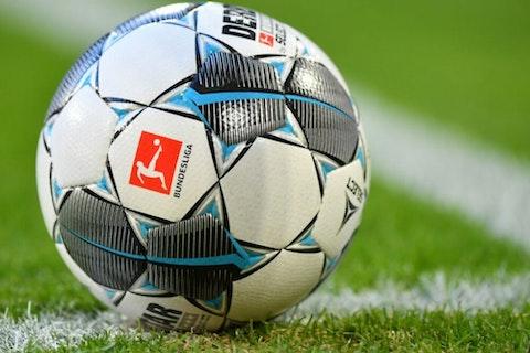 Artikelbild: https://image-service.onefootball.com/crop/face?h=810&image=https%3A%2F%2Fwp-images.onefootball.com%2Fwp-content%2Fuploads%2Fsites%2F11%2F2020%2F03%2FFC-Bayern-Muenchen-v-FC-Augsburg-Bundesliga-1583922392-1000x750.jpg&q=25&w=1080
