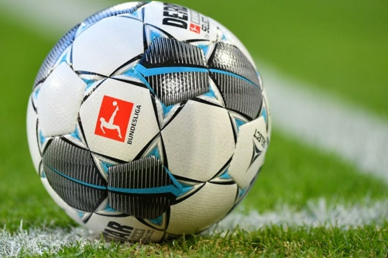 Artikelbild: https://image-service.onefootball.com/crop/face?h=810&image=https%3A%2F%2Fwp-images.onefootball.com%2Fwp-content%2Fuploads%2Fsites%2F11%2F2020%2F03%2FFC-Bayern-Muenchen-v-FC-Augsburg-Bundesliga-1584008275-1000x750.jpg&q=25&w=1080