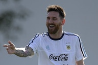 🎥 Messi autografía el tatuaje gigante de un aficionado