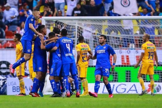 Imagen del artículo: https://image-service.onefootball.com/crop/face?h=810&image=https%3A%2F%2Fwp-images.onefootball.com%2Fwp-content%2Fuploads%2Fsites%2F12%2F2020%2F09%2FCruz-Azul-v-Tigres-UANL-Torneo-Clausura-2020-Liga-MX-1600217402-1000x667.jpg&q=25&w=1080
