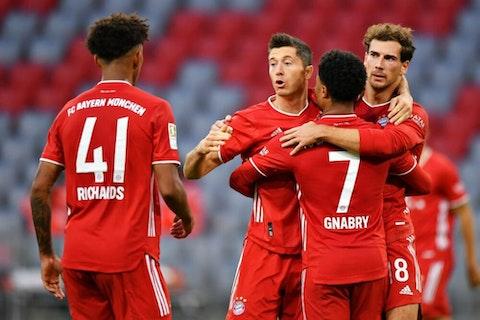 Imagen del artículo: https://image-service.onefootball.com/crop/face?h=810&image=https%3A%2F%2Fwp-images.onefootball.com%2Fwp-content%2Fuploads%2Fsites%2F12%2F2020%2F10%2FFC-Bayern-Muenchen-v-Hertha-BSC-Bundesliga-1603285686-1000x667.jpg&q=25&w=1080