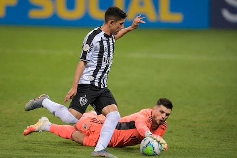 Imagem do artigo: https://image-service.onefootball.com/resize?fit=max&h=721&image=https%3A%2F%2Fwp-images.onefootball.com%2Fwp-content%2Fuploads%2Fsites%2F13%2F2020%2F10%2F2020-Brasileirao-Series-A-Atletico-Mineiro-v-Sao-Paulo-Play-Behind-Closed-Doors-Amidst-the-Coronavirus-COVID-19-Pandemic-1603241114.jpg&q=25&w=1080