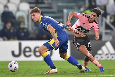 Imagem do artigo: https://image-service.onefootball.com/crop/face?h=810&image=https%3A%2F%2Fwp-images.onefootball.com%2Fwp-content%2Fuploads%2Fsites%2F13%2F2020%2F10%2FJuventus-v-Hellas-Verona-FC-Serie-A-1603661532-1000x667.jpg&q=25&w=1080