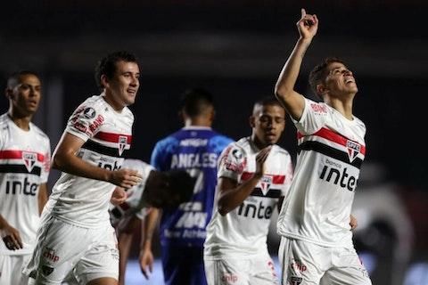Imagem do artigo: https://image-service.onefootball.com/crop/face?h=810&image=https%3A%2F%2Fwp-images.onefootball.com%2Fwp-content%2Fuploads%2Fsites%2F13%2F2020%2F10%2FSao-Paulo-v-Binacional-Copa-CONMEBOL-Libertadores-2020-1603244372-1000x667.jpg&q=25&w=1080