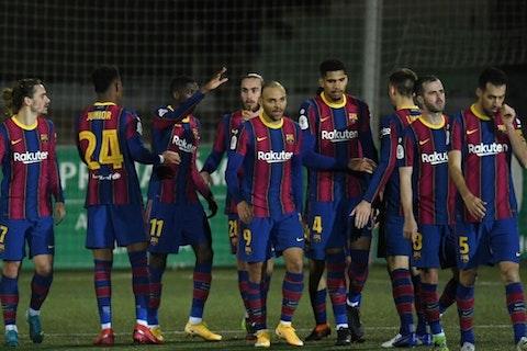Imagem do artigo: https://image-service.onefootball.com/crop/face?h=810&image=https%3A%2F%2Fwp-images.onefootball.com%2Fwp-content%2Fuploads%2Fsites%2F13%2F2021%2F01%2FCornella-v-FC-Barcelona-Copa-del-Rey-1611267512-1000x750.jpg&q=25&w=1080