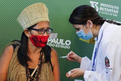 Imagem do artigo: Primeiro time indígena do Brasil recebe vacina para Covid-19