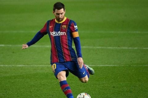 Imagem do artigo: https://image-service.onefootball.com/crop/face?h=810&image=https%3A%2F%2Fwp-images.onefootball.com%2Fwp-content%2Fuploads%2Fsites%2F13%2F2021%2F02%2FFBL-ESP-LIGA-BARCELONA-ELCHE-1614434517-1000x750.jpg&q=25&w=1080