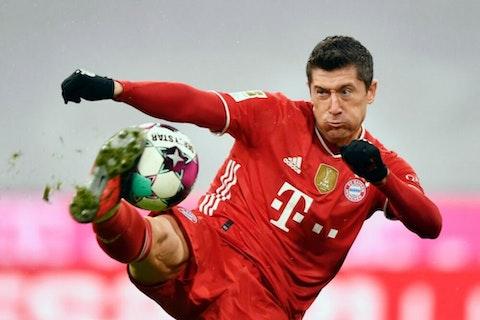 Imagem do artigo: https://image-service.onefootball.com/crop/face?h=810&image=https%3A%2F%2Fwp-images.onefootball.com%2Fwp-content%2Fuploads%2Fsites%2F13%2F2021%2F02%2FFC-Bayern-Muenchen-v-DSC-Arminia-Bielefeld-Bundesliga-1614071631-1000x750.jpg&q=25&w=1080