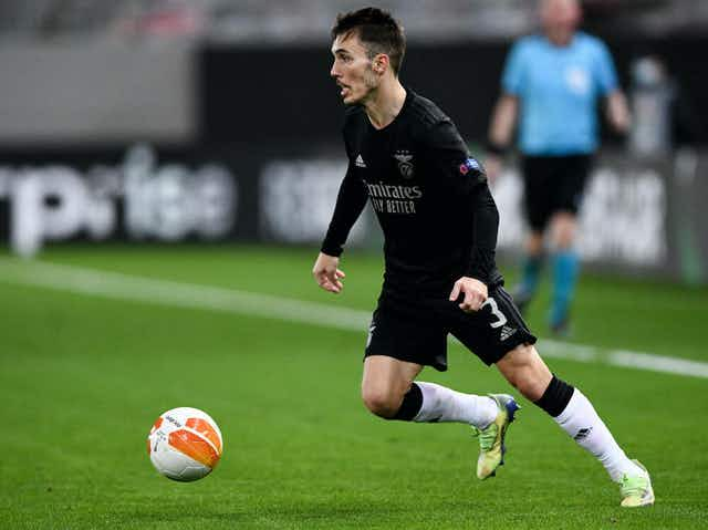 Grimaldo é observado pelo Atlético de Madrid