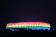 Allianz Arena en mode 🌈 : la planète foot réagit à la polémique