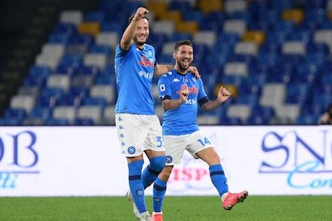 Immagine dell'articolo: https://image-service.onefootball.com/resize?fit=max&h=810&image=https%3A%2F%2Fwp-images.onefootball.com%2Fwp-content%2Fuploads%2Fsites%2F24%2F2021%2F02%2FSSC-Napoli-v-Benevento-Calcio-Serie-A-1614535001.jpg&q=25&w=1080