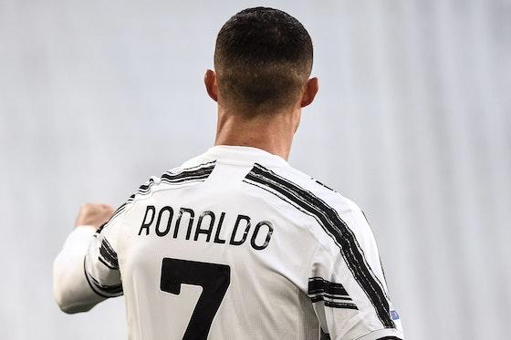 Immagine dell'articolo: https://image-service.onefootball.com/crop/face?h=810&image=https%3A%2F%2Fwww.calcionews24.com%2Fwp-content%2Fuploads%2F2021%2F04%2FCristiano-Ronaldo-3.jpg&q=25&w=1080