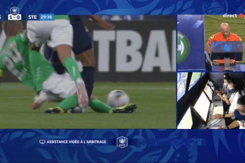 Video – Mbappe goes off in agony after horrific challenge on PSG ...
