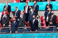 La UEFA intenta lavar su imagen adoptando los colores de la bandera LGTBI