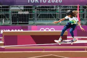 Imagem do artigo: https://image-service.onefootball.com/crop/face?h=810&image=https%3A%2F%2Fwww.fnvsports.com.br%2Fwp-content%2Fuploads%2F2021%2F07%2Frayssa-leal-treina-em-toquio-para-a-estreia-do-skate-nas-olimpiadas-1627078242186_v2_4x3.jpg&q=25&w=1080