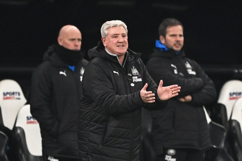 Article image: https://image-service.onefootball.com/crop/face?h=810&image=https%3A%2F%2Fwww.footballfancast.com%2Fwp-content%2Fuploads%2F2021%2F02%2FNewcastle-United-manager-Steve-Bruce-reacts-v-Leeds-United.jpg&q=25&w=1080