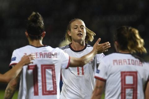 Imagen del artículo: https://image-service.onefootball.com/resize?fit=max&h=688&image=https%3A%2F%2Fwww.futbolisticas.com%2Fwp-content%2Fuploads%2F2020%2F10%2Ffbl-euro-2021-women-qualifier-cze-esp1.jpg&q=25&w=1080