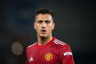 Milan maintain contact with Manchester United defender