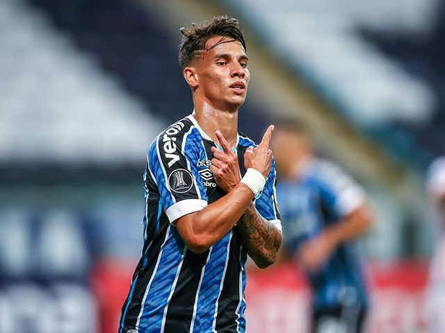 Empresário nega interesse de clube europeu em Ferreira, do Grêmio