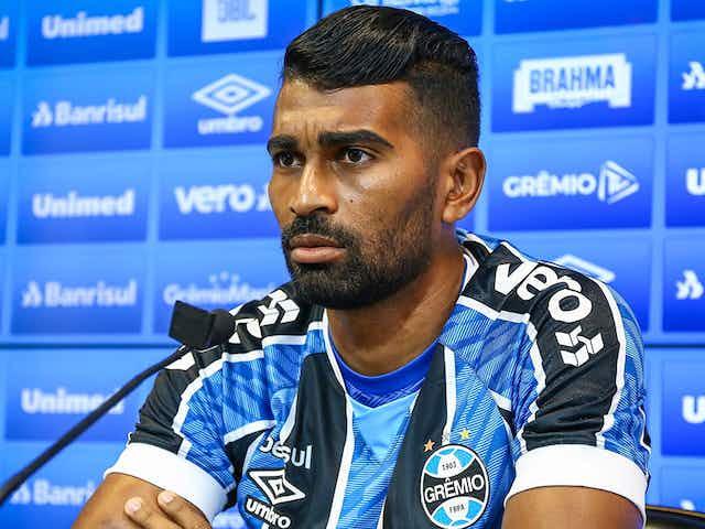 "Thiago Santos agradece Renato por chegada ao Grêmio: ""Foi ele que me pediu"""