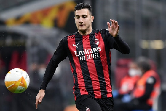 Immagine dell'articolo: https://image-service.onefootball.com/crop/face?h=810&image=https%3A%2F%2Fwww.milannews24.com%2Fwp-content%2Fuploads%2F2020%2F10%2FDalot_MG5_0119-1-1.jpg&q=25&w=1080