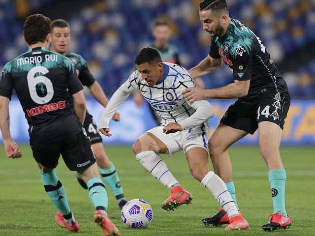 Enreda puntos el líder: El Inter de Alexis igualó en su visita a Napoli