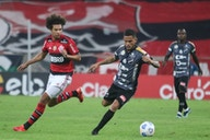 Isla fue titular en goleada de Flamengo por Copa de Brasil